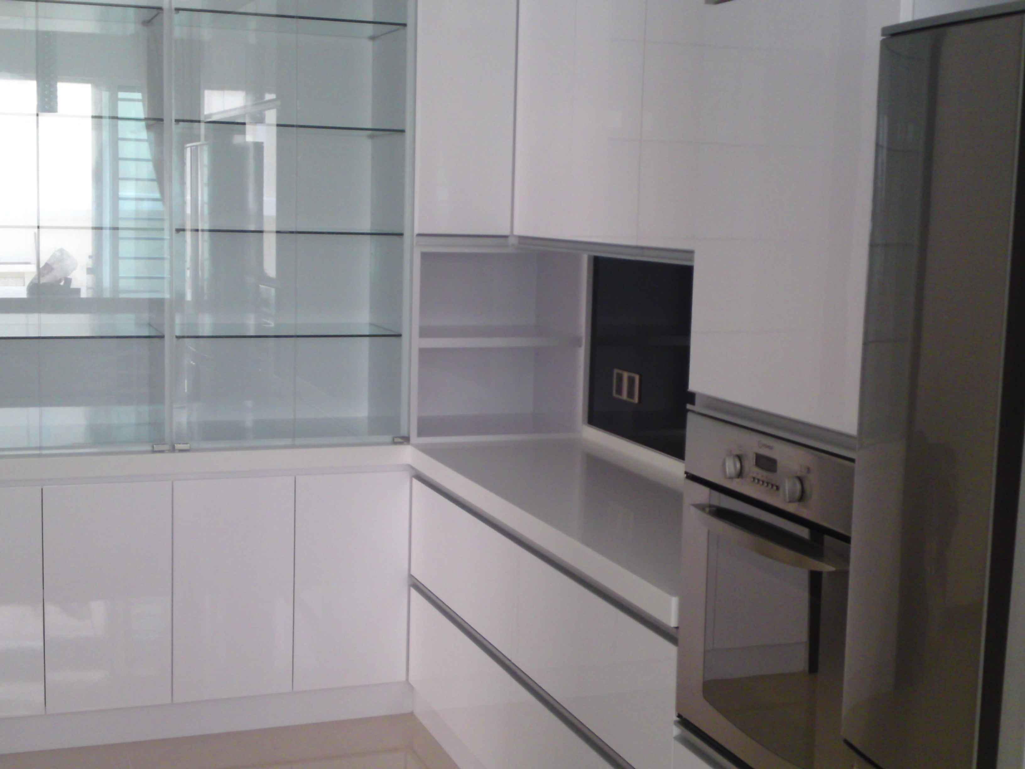 Modern White High Gloss Kitchen