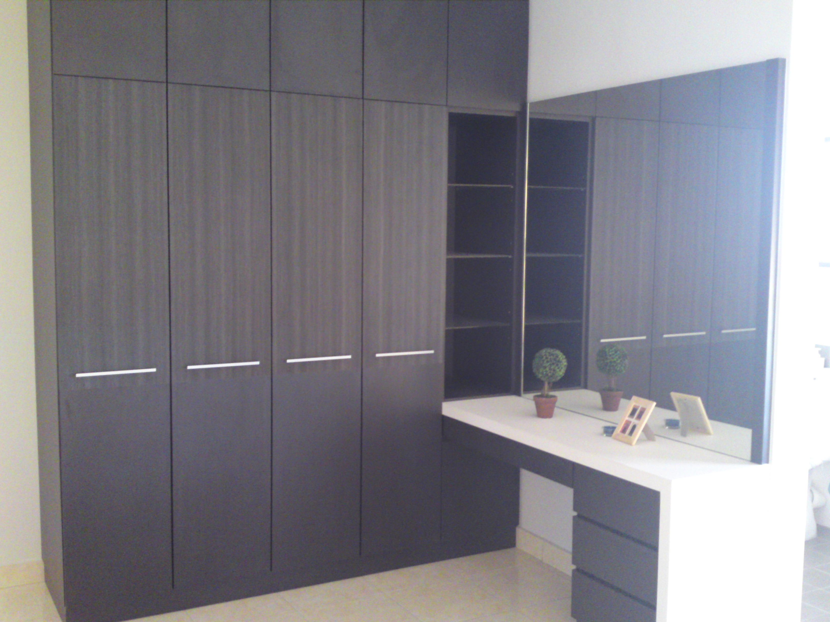 Wood grain design wardrobe for Bedroom built in wardrobe designs