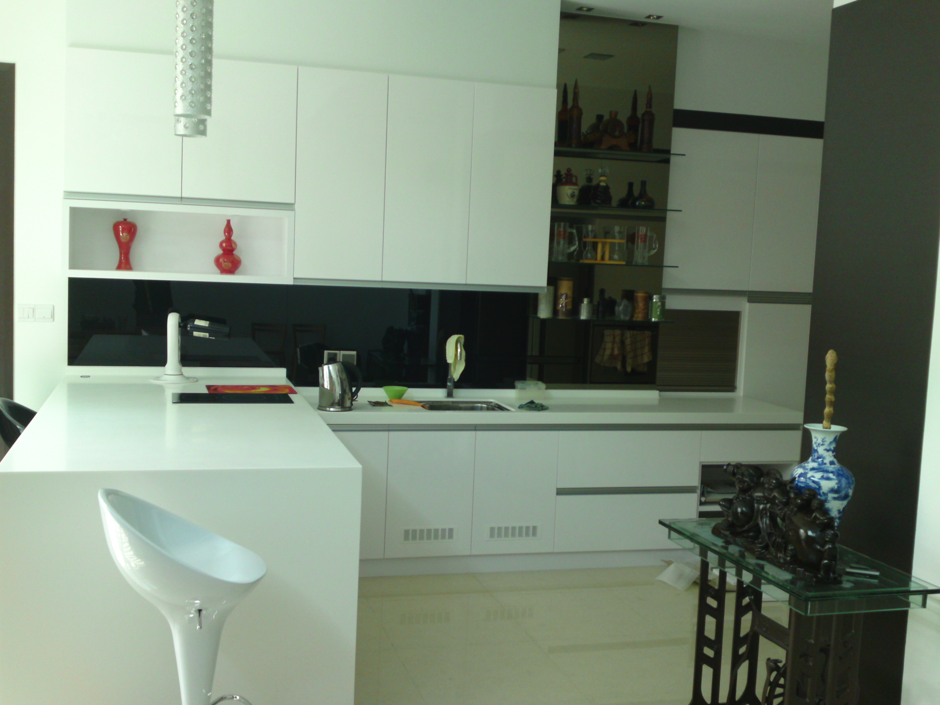 White high gloss kitchen design for Kitchen designs high gloss