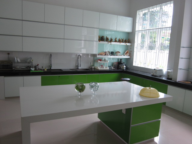 Two Tone High Gloss Kitchen Cabinets