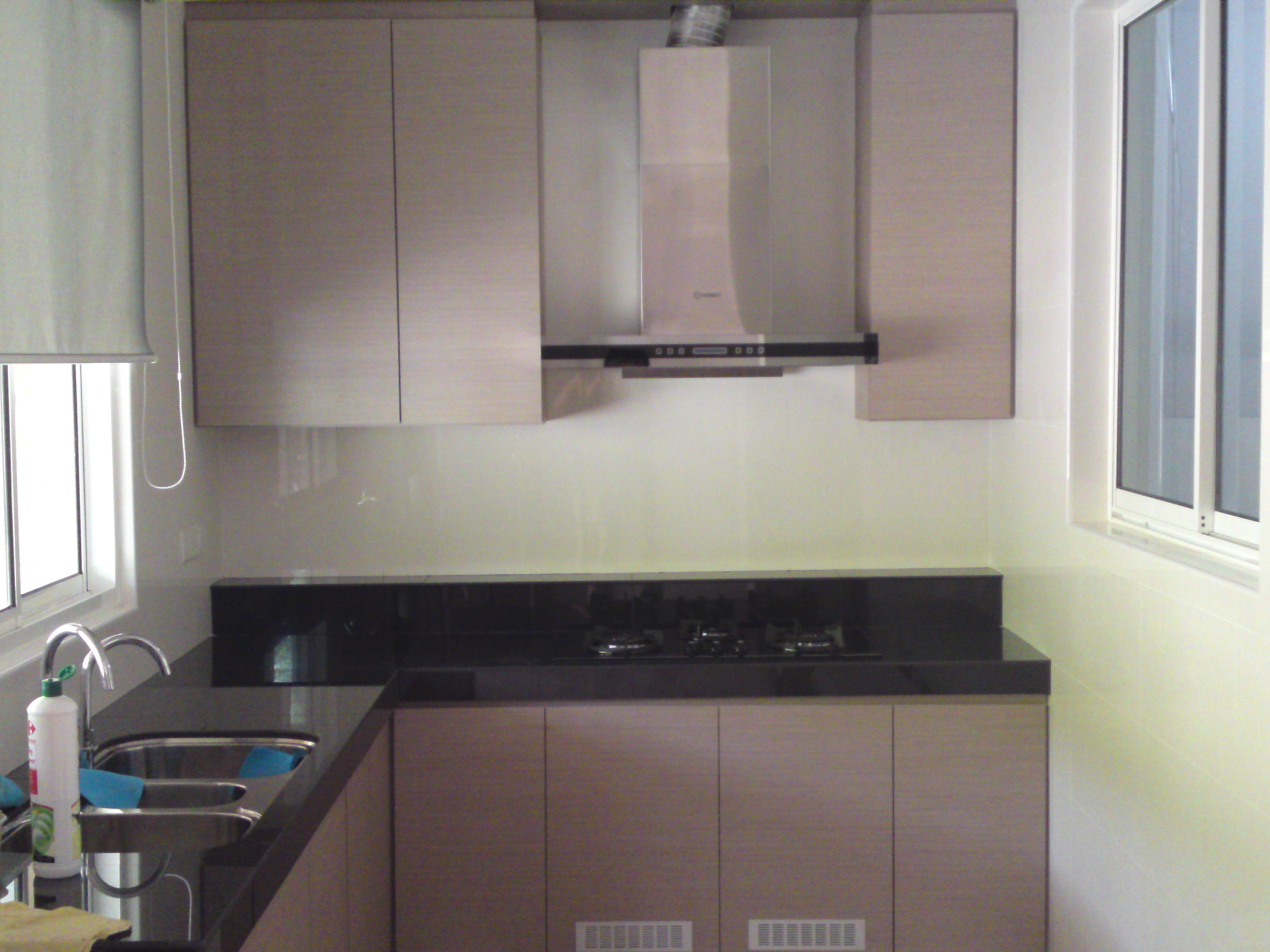 Kitchen cabinets laminated with formica - Kitchen design with no top cabinets ...